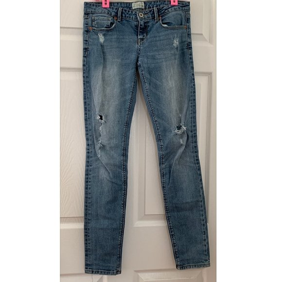 Aeropostale TALL LONG Size 7/8 Ripped Jeans